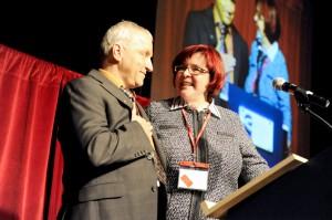 Le président du congrès monsieur Paul Hébert ouvre officiellement l'évènement en compagnie de Lorraine Normand-Charbonneau, présidente de la FQDE
