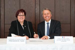 Officialisation de l'entente de partenariat avec l'ÉSÉNESR avec Mme Normand-Charbonneau et M. Chapu